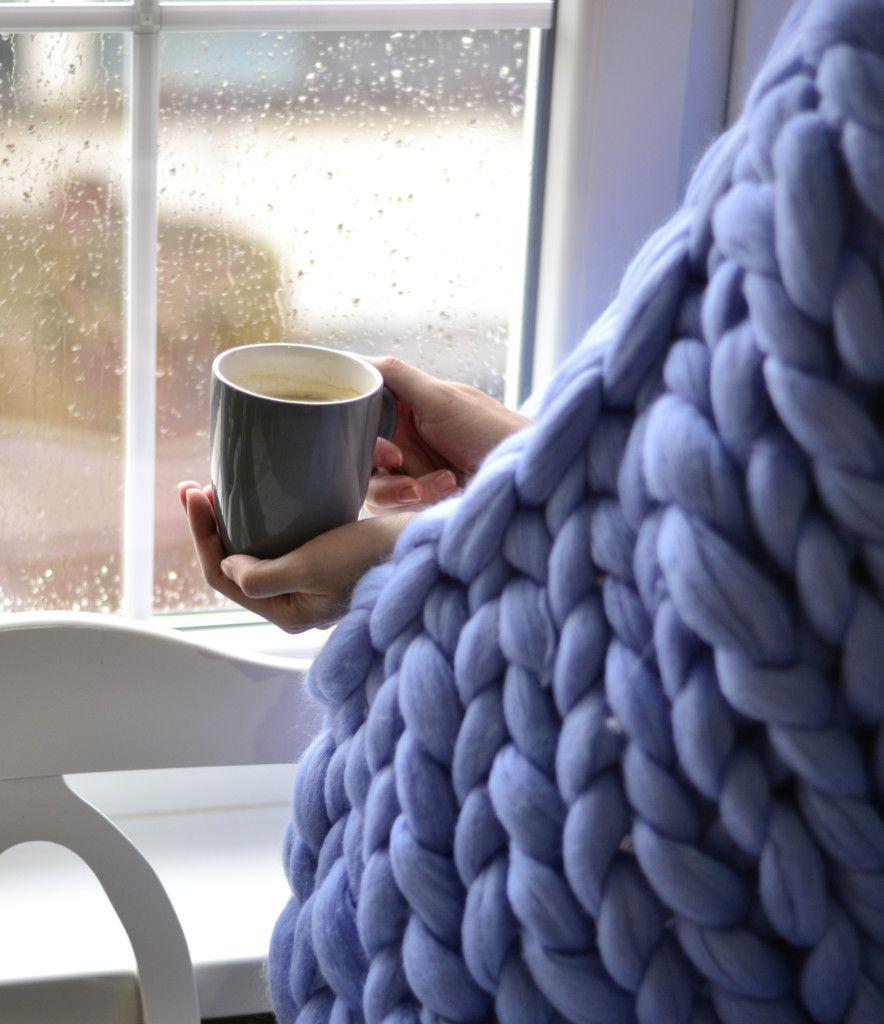Šolja toplog napitka i Woolnia vuneno ćebe