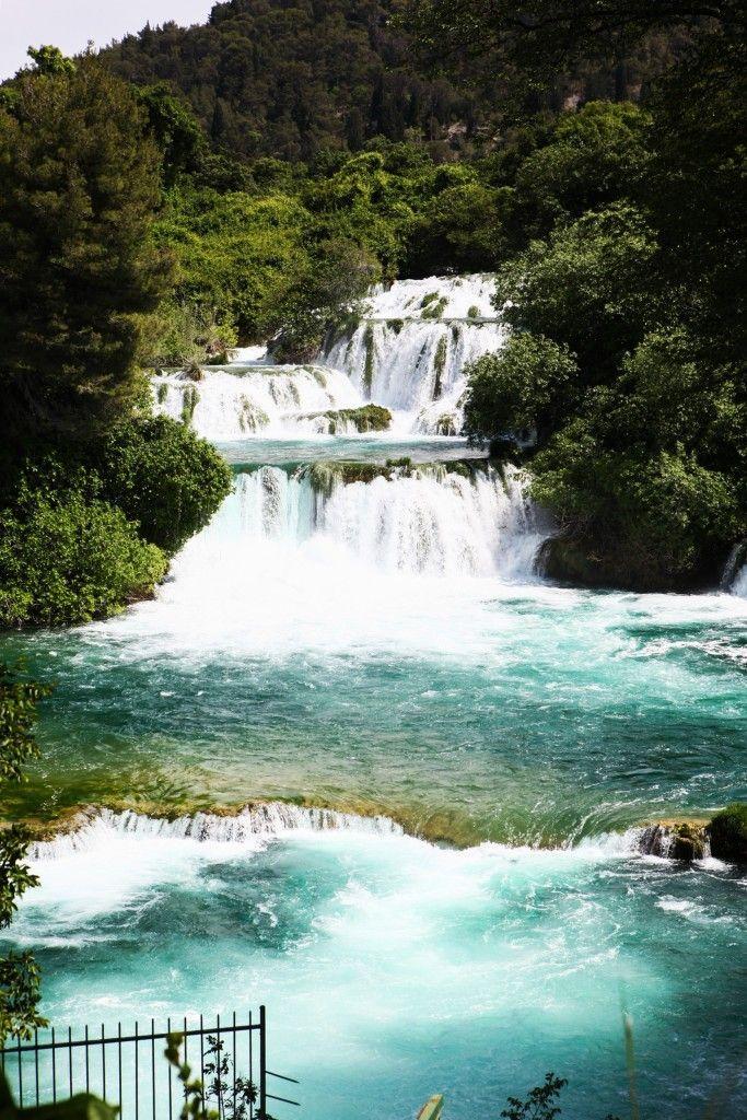 Moćni vodopadi i kristalna voda u Nacionalnom parku Krka u Hrvatskoj