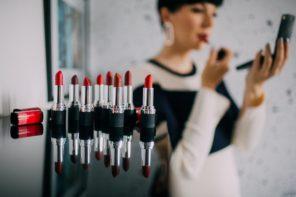 Kako izabrati odgovarajuću nijansu crvenog karmina